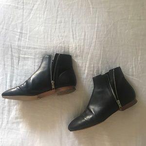 Chic flat Loeffler Randall booties